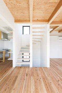 Hibarigaoka S house / Kaida Architecture Design Office. AMAZING STAIRCASE DESIGN.