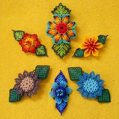 Authentic Mexican Huichol Art & Jewelry by coRamexico Beaded Earrings, Beaded Jewelry, Crochet Earrings, Beaded Flowers Patterns, Beading Patterns, Paper Quilling Jewelry, Baubles And Beads, Hair Beads, Earring Tutorial