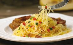 Spaghetti Squash with Peppers - Try this squash as a low-carbohydrate alternative to spaghetti in all your favourite pasta dishes. Epicure Recipes, Veggie Recipes, Real Food Recipes, Healthy Recipes, Skinny Recipes, Yummy Food, Courge Spaghetti, Spaghetti Squash, Pasta Dishes