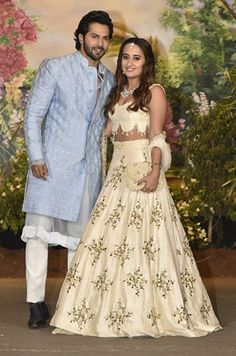 Sonam Kapoor and Anand Ahuja's reception party is a star-studded one. Varun Dhawan and girlfriend Natasha Dalal have also marked their presence at the ceremony. Sonam Kapoor Wedding, Bollywood Wedding, Bollywood Stars, Bollywood Fashion, Bollywood Celebrities, Bollywood Actress, Dress Indian Style, Varun Dhawan, Wedding Bridesmaid Dresses