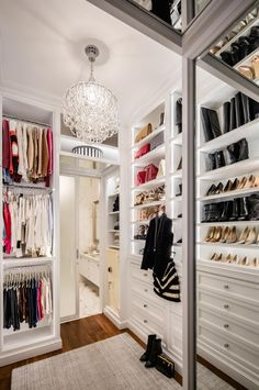 NYC Apartment Organization - Bethenny Frankel's Newly Listed NYC Apartment Is Just as OvertheTop as She Is Nyc Apartment Luxury, Soho Apartment, Dream Apartment, Apartment Interior, Bedroom Apartment, Soho Loft, Master Bedroom Closet, Luxury Closet, Dream Closets