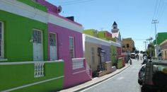 Bo-Kaap in Cape Town is a colourful, historical and multi-cultural suburb located on the slopes of Signal Hill. #bokaap #capetown #southafrica #africa #travel #history