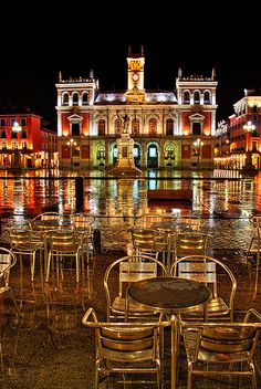 Plaza Mayor, Valladolid - Y no para de llover | Flickr: Intercambio de fotos