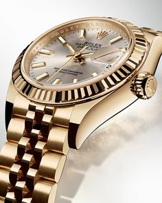 The Rolex Lady-Datejust 28 in yellow gold with a fluted bezel and a Jubilee bracelet.