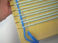You don& need expensive equipment to start weaving. Dig a piece of sturdy cardboard out of your recycle bin and learn how to turn it into a loom! Weaving Projects, Weaving Art, Loom Weaving, Cross Stitch Patterns, Crochet Patterns, Peg Loom, Gabel, Camping Crafts, Arm Knitting