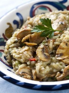 Risotto, in a slow cooker, is creamy, tasty, and down right yummy! Try this slow cooker risotto recipe and enjoy risotto perfection. Crock Pot Slow Cooker, Slow Cooker Recipes, Crockpot Recipes, Cooking Recipes, Budget Recipes, Slow Cooking, Risotto Receita, Food Dishes, Main Dishes