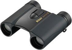 Nikon 『スポーツスターEX 10x25D CF』。双眼鏡なんてどれがいいのか全然分からなかったので、覗いた時の視野が広くてクリアに感じたこれに決定。ウォータープルーフらしい。