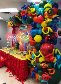 Super cute and festive Sesame Street organic balloon demi arch Elmo Birthday Cake, 2nd Birthday Party For Girl, Birthday Ideas, Sesame Street Centerpiece, Sesame Street Decorations, Sesame Street Party, Sesame Street Birthday Party Ideas, Elmo Party, Sofia Party