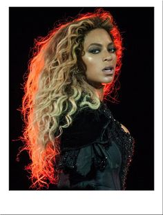 Blonde Afro Wig With Dark Roots In Long Curly Style To Buy Online For Fashion & Costume With UK Next Day Delivery And Worldwide Shipping At Star Style Wigs Beyonce 2013, Beyonce Knowles Carter, Beyonce And Jay Z, Beyonce Blonde, Beyonce Style, Curly Afro, Afro Wigs, Destiny's Child, Blonder Afro