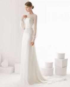 Modelo Ceuta. Trajes de novia sin volumen, de aspecto soft y confeccionados en tejidos delicados como la bambula o el crep saten. Coleccion Rosa Clara 2014.