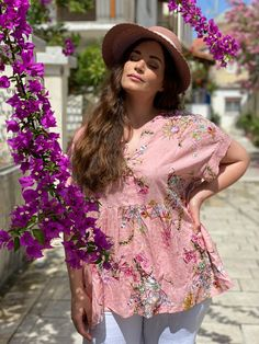 Beach Style Look By Mat. fashion Real Size Plus Size Fashion #matfashion #matfashionistas #matstyle #therealyou #realsize #realwomen #loveyourcurves #bodypositive #bodypositiveinfluencer #bodypositivity #SpringSummer2020 #ss2020 #collection #fashion #stylebeyondsize #streetstyle #beach #sea #summerstyle #resort #greeksummer Mat Fashion, Real Women, Plus Size Fashion, Floral Tops, Curves, Spring Summer, Street Style, Sea, Collection