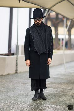 Man-Big-Hat-Sunglasses-Pitti