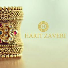 Isn't this beautiful antique bangle tempting? Pendant Jewelry, Gold Jewelry, Gold Necklaces, Diamond Jewellery, Gold Bangles Design, Jewelry Design, Gold Bangle Bracelet, Bracelets, India Jewelry