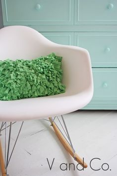 How to Make a Shag Pillow by vanessachristenson #DIY #Pillow #vanessachristenson