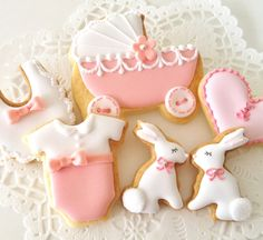 Very sweet baby girl cookies by C.bonbon.