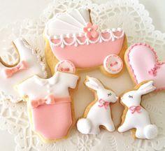 Very sweet baby girl cookies by C.bonbon.
