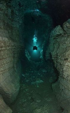 Largest Underwater Cave – Located near Kungur river, the Perm Region, Russia. Ordinskaya Cave is also the largest underwater gypsum crystal cave in the world that stretches up to 5 kilometers. Underwater Caves, Fauna Marina, Cave Diving, Scuba Diving Gear, Underwater Photography, Under The Sea, Places To See, Surfing, Scenery