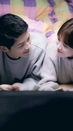 Yoo Shi Jin and Kang Mo Yeon in Descendants of the Sun (starring Song Joong Ki and Song Hye Kyo)