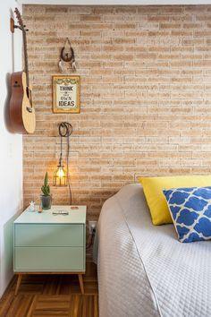 papel de parede que imitia tijolo / Reformas que você pode fazer no seu quarto por menos de R$ 2.300 #hogarhabitissimo