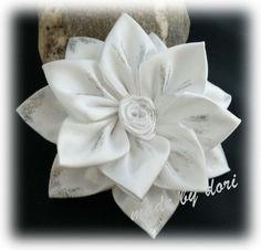 Haarspangen - Haarspange weiße Blüte *Kanzashi* - ein Designerstück von Made-by-Dori bei DaWanda