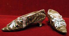 FACTHUS E PHOTOS: Par de sapatilhas que pertenceu à rainha Maria Antonieta vai a leilão.