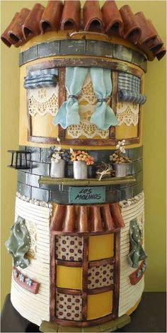 De Todo, Un Poco .: Tejas decoradas Clay Houses, Miniature Houses, Roof Tiles, Fairy Houses, Cold Porcelain, Bottle Crafts, Doll Accessories, Home Art, Projects To Try