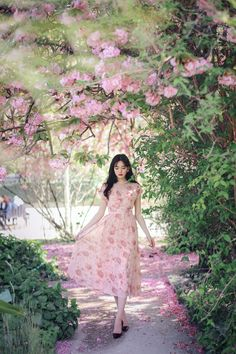 Amelie dress line. Princess Outfits, Girl Outfits, Best Photo Poses, Girls With Flowers, Ulzzang Korean Girl, A Line Prom Dresses, Fantasy Dress, Pink Floral Dress, Girl Model
