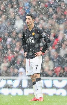 Cristiano Ronaldo helped man utd battle against the elements to bag a draw against Middlesbrough at the Riverside Stadium in Cristiano Ronaldo 7, Cristiano Ronaldo Manchester, Cristiano Ronaldo Wallpapers, Ronaldo Juventus, Real Madrid, Cr7 Vs Messi, Lionel Messi, Cr7 Wallpapers, Good Soccer Players