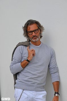 Marco Zambaldo by GWD. Casual and stylish. Older Mens Fashion, Old Man Fashion, Autumn Fashion, Best Hairstyles For Older Men, Hair And Beard Styles, Long Hair Styles, Men Over 50, Gentleman Style, Smart Casual