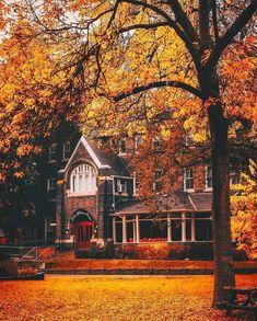 🎃Photos are not mine unless stated🎃 👻Cozy Vibes👻 🍂Autumn is back🍂 Le Vermont, Autumn Scenes, Autumn Aesthetic, Autumn Cozy, All Nature, House Nature, Hello Autumn, Autumn Inspiration, Belle Photo
