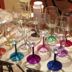 Mod Podge, Walmart glitter, and spray sealant. Brush on mod Podge… Glitter Wine Glasses, Wedding Wine Glasses, Diy Wine Glasses, Decorated Wine Glasses, Painted Wine Glasses, Decorated Bottles, Painted Bottles, Wine Glass Crafts, Wine Bottle Crafts