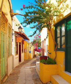island of Syros. Walking around the colorful streets of Ano Syros village Cyclades Islands, Cyclades Greece, Greece Islands, Paros, Mykonos, Beautiful World, Beautiful Places, Village House Design, Greek Isles