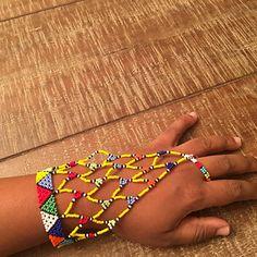 Artículos similares a Zulu glove en Etsy African Beads Necklace, African Jewelry, Ethnic Jewelry, Unique Jewelry, Hand Bracelet, Cuff Bracelets, Bangles, Beaded Earrings, Beaded Jewelry