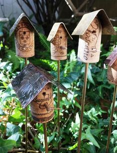 Cork Birdhouse Garden Stakes with Metal Roof / Cork Birdhouse Garden Art / Birdhouse Stakes Gard Wine Cork Art, Wine Cork Crafts, Wine Bottle Crafts, Wine Bottles, Wood Crafts, Wine Cork Projects, Diy Art Projects, Garden Crafts, Garden Art