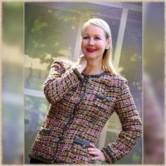 Al die mooie foto's tips & tricks - SEWING CHANEL-STYLE Chanel Jacket Trims, Chanel Style Jacket, Fashion Sewing, Diy Fashion, Chanel Sweater, Couture Jackets, Boucle Jacket, Vogue Sewing Patterns, Couture Sewing