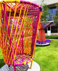 Spinning Tops - This larger than life art installation in Atlanta features a collection of spinning tops that double as whimsical public seating. Street Furniture, Luxury Furniture, Furniture Outlet, Discount Furniture, Public Seating, Mexican Designs, Land Art, Interactive Design, Public Art