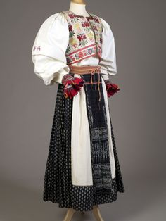 Slovak folk costume, ca. 1900. KSUM 1983.1.1996a-e