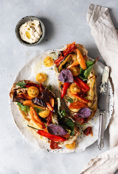 Roasted Vegetable Toasted Sandwich {Summer roasted vegetable toasted sandwich with hummus.}{Summer roasted vegetable toasted sandwich with hummus. Toast Sandwich, Sandwich Vegan, Best Sandwich Recipes, Veggie Sandwich, Hummus Sandwich, Hummus Food, Gourmet Sandwiches, Sandwiches For Lunch, Vegetarian Recipes