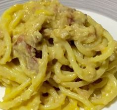 Tuna carbonara - the recipes of esmeralda - If you are looking for a fast and successful dish, tuna carbonara is the one that suits your needs. Chicken Wing Recipes, Pasta Recipes, Cooking Recipes, Gnocchi Pasta, Pasta Alla Carbonara, Asparagus Recipe, Pasta Dishes, Healthy Dinner Recipes, Food Inspiration
