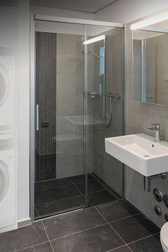 Dort, wo diese Bella Vita 3 Duschwand steht, gibt es noch mehr davon. Genau gesagt 268 Stück mehr. An der Vulkanstrasse 110 direkt an der Bahnlinie in Zürich-Altstetten gelegen, ist mit «Vulcano» ein Vorzeigeprojekt für urbanes Wohnen entstanden. Bathtub, Bathroom, Luxury, Homes, Standing Bath, Washroom, Bathtubs, Bath Tube, Full Bath
