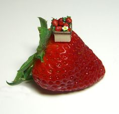 Very realistic strawberries, Bliss Miniatures on etsy
