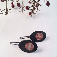 @youluckygirl Ink, paper, acrylic, resin, copper, silver  #earrings #contemporaryjewelry #artjewelry #riojeweler #natureinspired #nature #berries #pnw