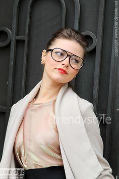 Bril winter 2012 2013, mooi voorbeeld van mannelijke bril die prachtig vrouwelijk gestyled is