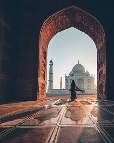 Sunrise at the Taj Mahal in India via Mecca Wallpaper, Islamic Wallpaper, Taj Mahal, Beautiful Mosques, Beautiful Places, Beautiful Moments, Beautiful Pictures, Mekka Islam, Islamic Architecture