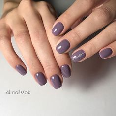 The classical plum violet nail polish creates such elegant manicure on the nails of the middle nails. If you want to create the restrained and unobtrusive design of manicure, you don't find a better hue. The nails formed into a half square shape look stylish, because the thin line of the gems is m…