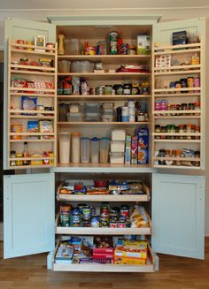 Bespoke larder from Country Kitchens Shaftsbury. www.country.kitchens.biz