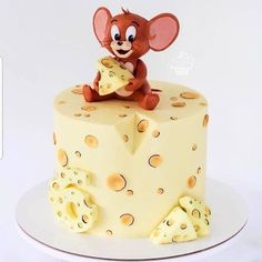 How cute 😻 Credit: 🍫 Would you guys eat this 😻🍫 🍰 Daily posts of Cakes 🍰 🍭 For promotions/ad Bolo Tom E Jerry, Tom And Jerry Cake, Baby Cakes, Beautiful Cakes, Amazing Cakes, Chocolate Chip Recipes, No Cook Desserts, Cake Boss, Novelty Cakes