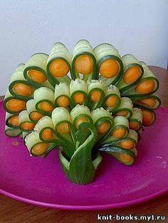 swan made of cucumber - Cute food - Lebensmittel Veggie Art, Fruit And Vegetable Carving, Food Design, Food Sculpture, Creative Food Art, Food Carving, Food Garnishes, Garnishing, Snacks Für Party