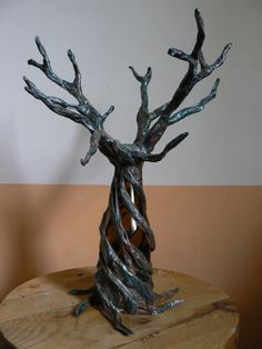sculpture d'un arbre (branches rigides)