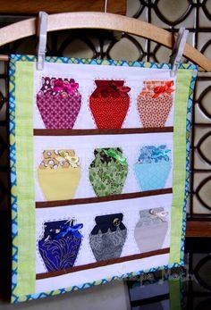 Shape Moth: 'Jar shelf' MQ and a free PP pattern